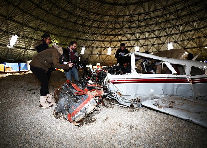 New graduate course on air accident investigation gives U of T Engineering students a rare opportunity to examine a real-life plane wreckage. (Credit: Liz Do)